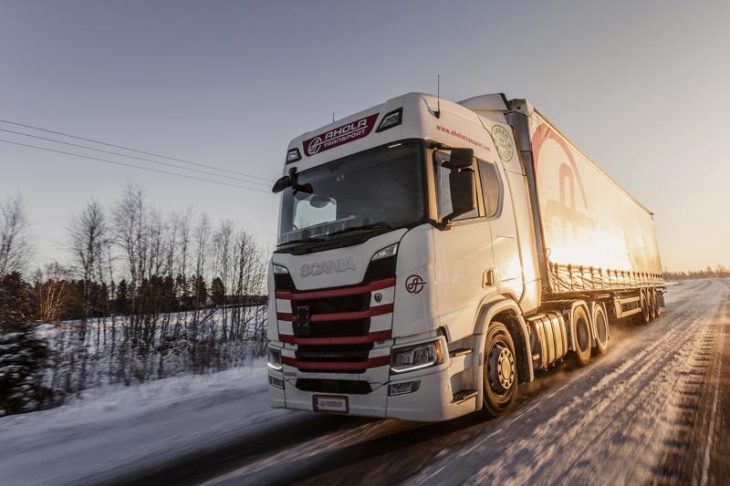 Ahola Transportin rekat kulkevat kaikkialla Pohjoismaissa eli Suomen ohella myös Ruotsissa, Tanskassa ja Norjassa.