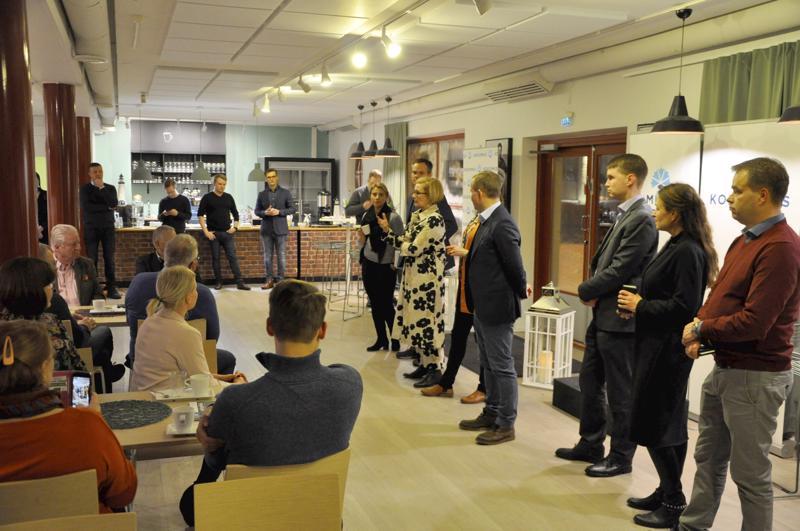 Kokoomus toi keskiviikkoillaksi Kokkolaan peräti yhdeksän puolueensa kansanedustajaa.