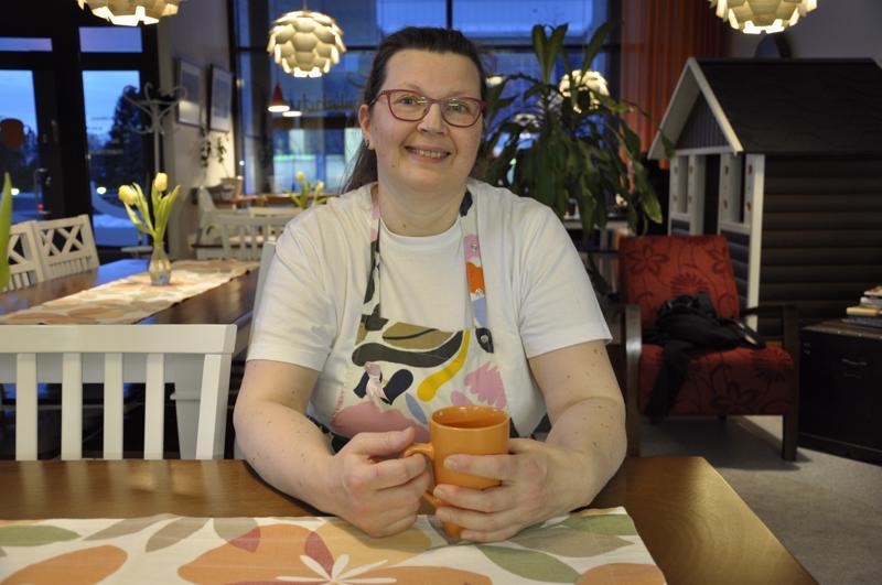 Tuula Isopahkala perusti kahvilansa muutama vuosi sitten Kalajoen keskustaan.