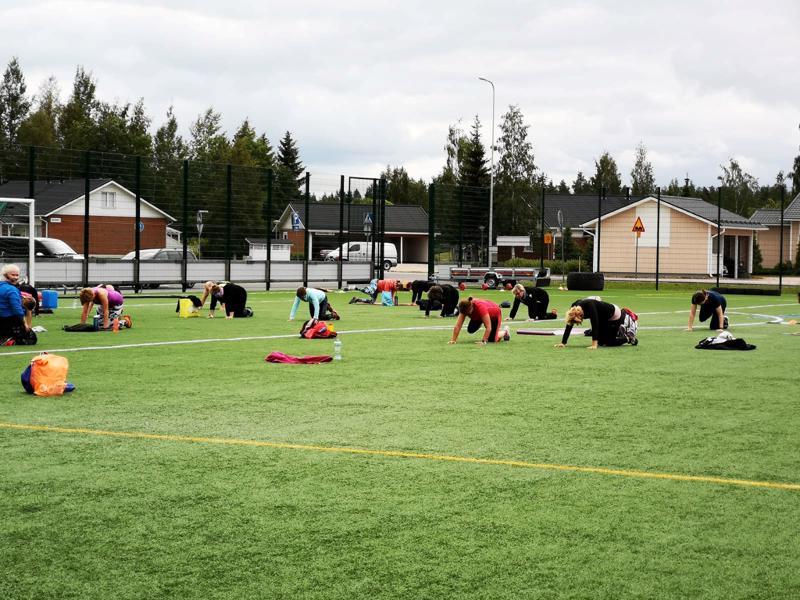 Nivalan kaupungin panostukset liikunta- ja urheiluolosuhteisiin, kuten tekonurmikentän rakentaminen, huomioitiin Keski-Pohjanmaan Urheilugaalassa.
