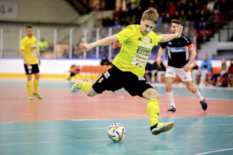 Sievi FS:n keltapaidan Tornion Palloveikkoihin täksi kaudeksi vaihtanut Jarmo Junno on kunnostautunut sekä seurajoukkueessa että myös Suomi-paita päällä.