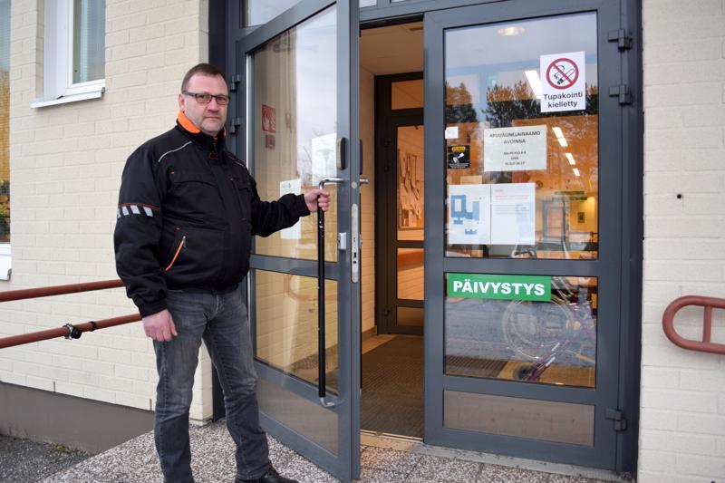 Raimo Junnikkala haluaisi säilyttää vuodeosaston Haapajärven terveyskeskuksessa.