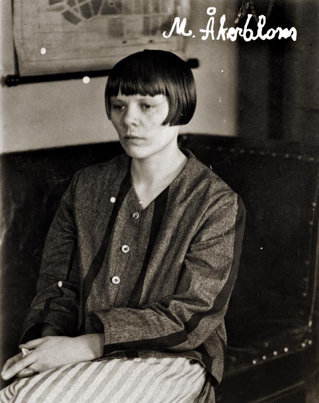 Maria Åkerblom vankipuvussa.