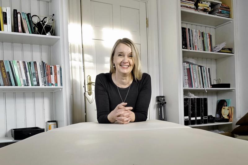 - Tämän hetken krempoille, vaivoille ja huonolle ololle saattaa löytyä syy kaukaa menneisyydestä, sanoo Kristina Niemi-Nikkola.