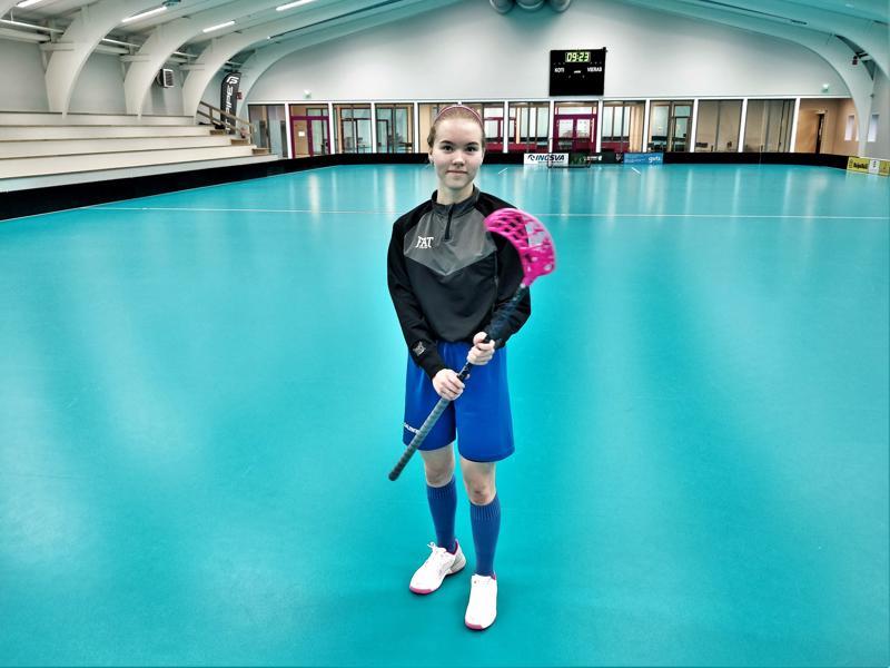 Mahdollisuus yhdistää urheiluharrastus eli salibandy ja opiskelu painoi suuresti puntarissa kun Oona Niva valitsi opintopolkuaan vuosi sitten yläkoululaisena.