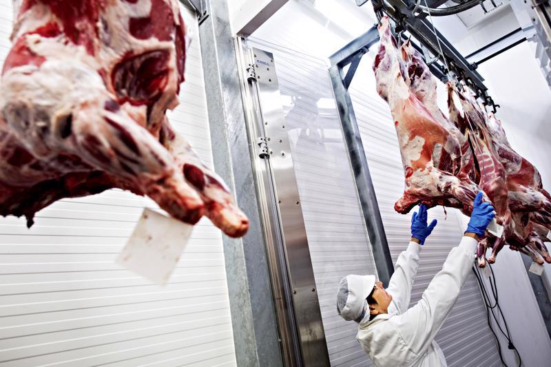Muun muassa teurastamossa työskennellyt Lehtosen Kalle muistelee ammattiyhdistystoiminnan alkuaikoja elintarvikealalla.