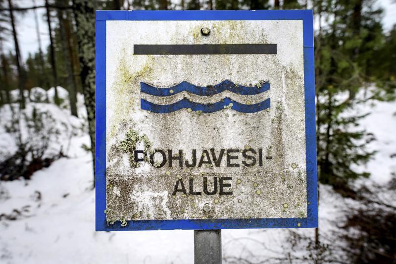 Kirjoittajan mielestä vesivarat tulee pitää kansallisessa omistuksessa ja vesihuolto yhteiskunnan hallinnassa.