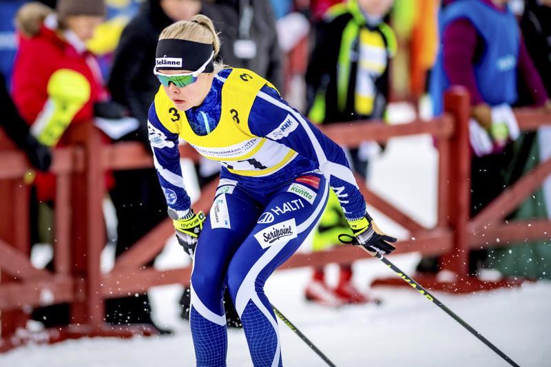 Anni Alakoski edusti Reisjärveä maakuntaviestissä tammikuussa Nivalassa.