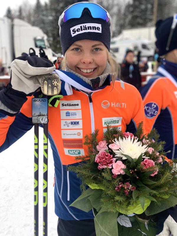 Viime viikonlopun SM-kisoissa Anni Alakoski hiihti pronssille parisprintissä Anne Kyllösen kanssa.