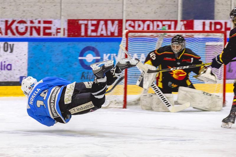Petteri Nokela pelaa aina niin kauan, kun kiekko on pelattavissa, asennosta viis.
