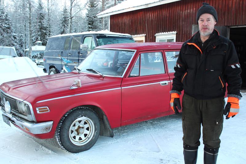 Eero Luomajoki sanoo ajavansa Crownillaan kesäisin. Bensaa kuluu seitsemän kahdeksan litraa satasella.