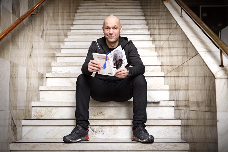 Aleksis Salusjärvi kaipaa pojille lisää lukevia miehiä esikuviksi.