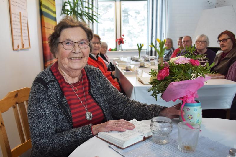 Aune Kääriäinen oli perustamassa Ystävänkammaria 30 vuotta sitten. Väki on sen jälkeen vaihtunut yhteisössä moneenkin kertaan, mutta Aunen elämään kammari on kuulunut tiiviisti koko matkan.