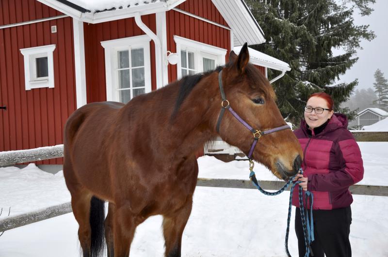 Vanilla Price asustelee Heidi Sallan kodin pihapiirissä Perhon Peltokankaalla. Talvella ympäristöstä löytyy hyviä valmennusreittejä, mutta kesällä pitää lenkille lähteä Perhon raviradalta käsin.