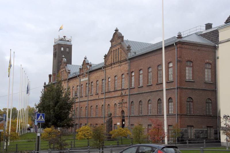Pietarsaaren kaupungin hallintoa ja organisaatiota aletaan perata kasvavien talousvaikeuksien vuoksi. Ensimmäisenä toimena uuden teknisen johtajan palkkaamisesta luovutaan.
