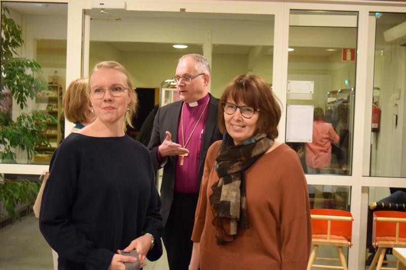 Caroline Ahlvik-Harju, Ann-Mari Rudnäs ja  Bo-Göran Åstrand  eivät saaneet aikaan riitaa Suomen pakolaispolitiikasta.