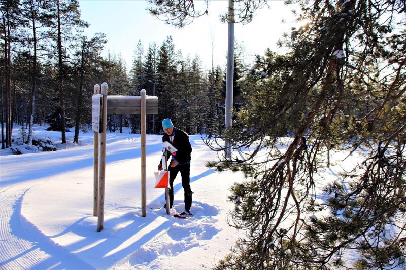 SM-kilpailuun osallistuvat eivät ole tänä talvena saaneet harjoitella Aakonvuoren maastossa. Raimo Jussila ja muut paikalliset suunnistajat ovat toimitsijoita. Haapavetisten vastuulla on rakenteet ja reitit.