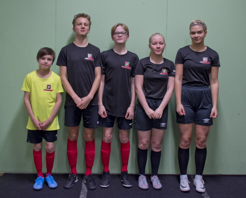 Vasemmalta oikealle, Oliver Vähä-aho, Matias Tikkanen, Eetu Laurila, Julia Eränummi ja Emilia Jurvelin