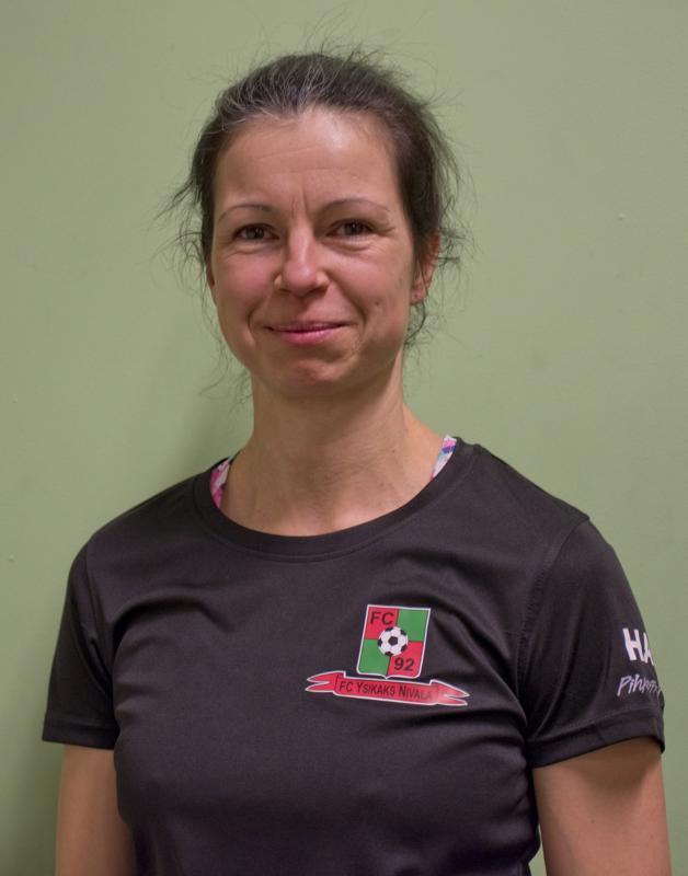 Valmentaja Virve Närhi kertoo olevansa tyytyväinen joukkueensaan.