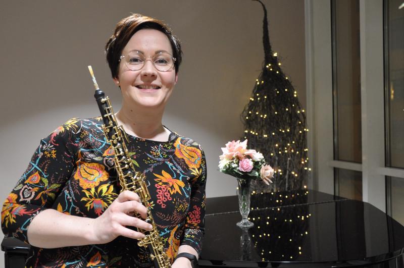 Maria Seppä kertoo, että oboen nimi juontuu ranskan sanasta hautbois, joka tarkoittaa korkeaa puuta.