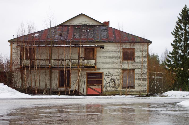 Nivalan Urheilijat on saanut purkuaikaa vanhalle elokuvateatterille ensi vuoden toukokuuhun asti.