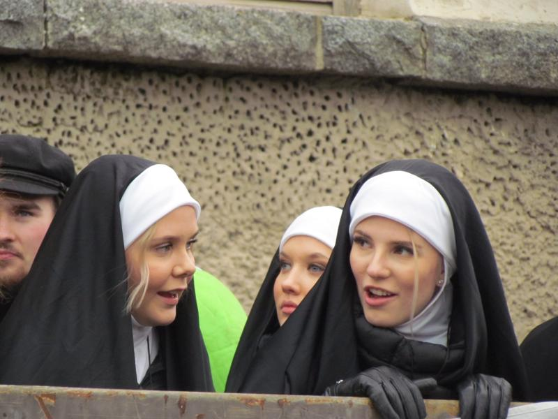 Hartaus ei ollut päivän sana nunnilla sen paremmin kuin muillakaan penkkariajelijoilla.