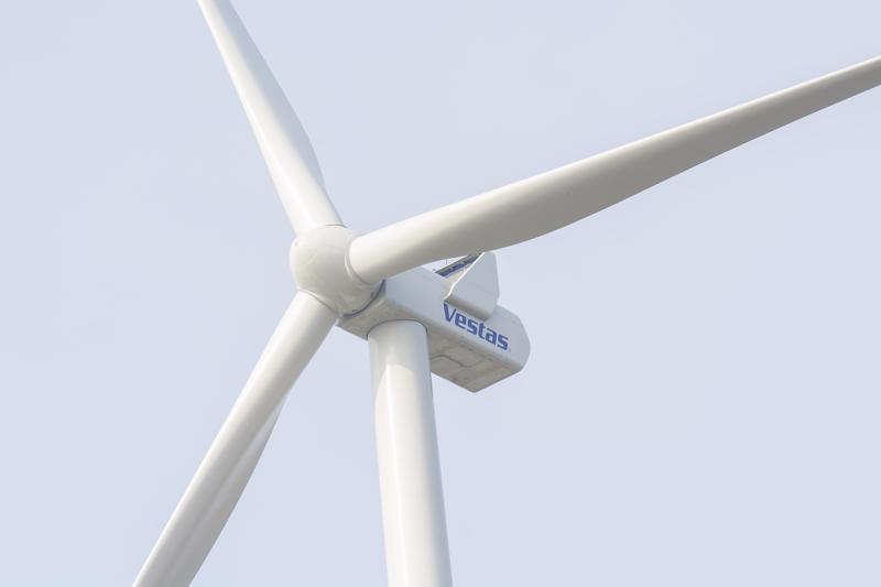Kirjoittaja ihmettelee, miksi tuulimyllyjä rakennetaan, vaikka terveyshaittoja ei ole kunnolla tutkittu.