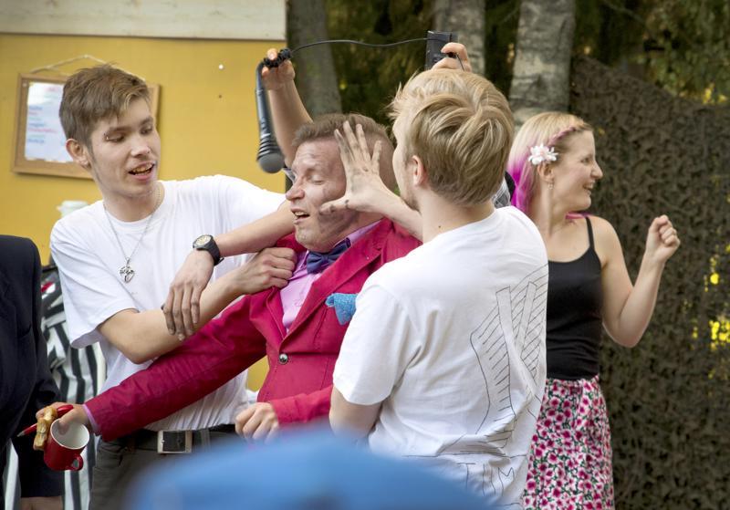 Nivalan Kesäteatteri esitti viime kesänä huoltamokomedian Keskellä tietä. Tulevan kesän näytelmää ei ole vielä julkistettu.