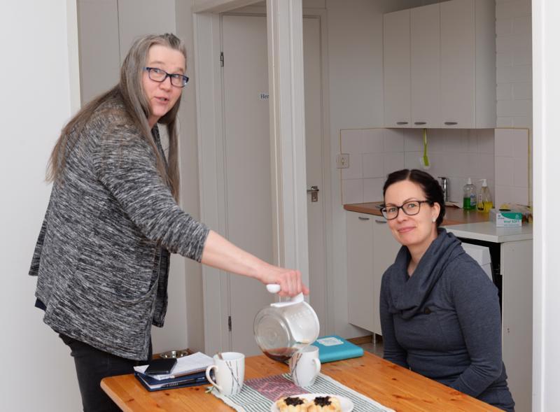 Tarja Myllylän ja Anita Hyvösen lisäksi kahvilassa voi tavata Reisjärven kunnan uuden kuntouttavan työtoiminnan ohjaajan, Juuso Korkiakosken.