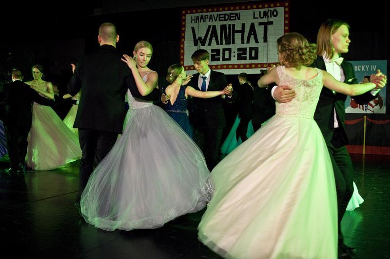Haapaveden Wanhojen tanssien teemana oli 1980-luvun elokuvamuusikki.