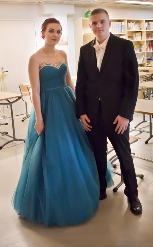 Heidi Niemi-korpi ja Joona Laakkonen Nivalan lukiosta.