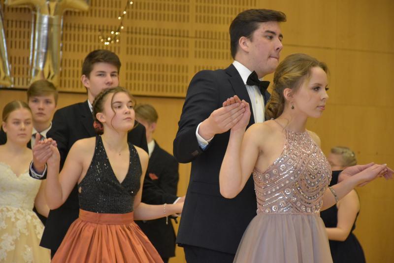 Sulavaa toimintaa Pietarsaaren lukioiden vanhoilta. Mukana oli jo seitsemäntoista lukiolaista Jakobstads Gymnasiumista.