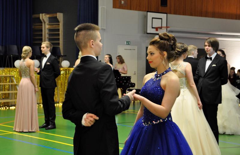 Eveliina Suvanto ja Tomas Laitala lähdössä tangoon.