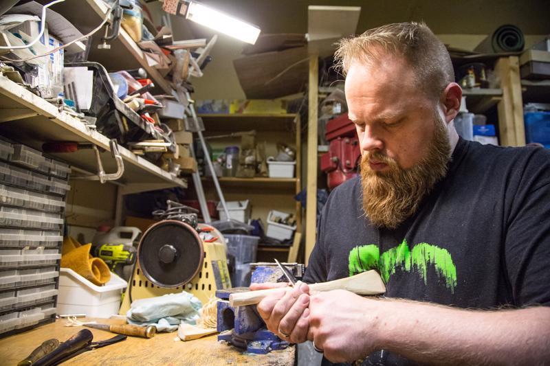 Kauhavan puukkofestivaalien yhteydessä järjestetään puukonvalmistuskilpailu, johon myös Harri Lundgren on osallistunut. Vuonna 2019 kilpailusta tuli pronssia eräpuukolla, jossa on ruostumaton terä ja stabiloitua pyökkiä oleva palikka.