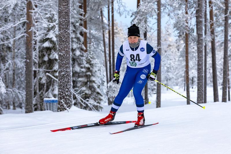 Viivi Jylänkiä jäi harmittamaan ensimmäisissä SM-hiihdoissa, ettei rohjennut lähteä heti startista rohkeammin liikkeelle. Arkistokuva.