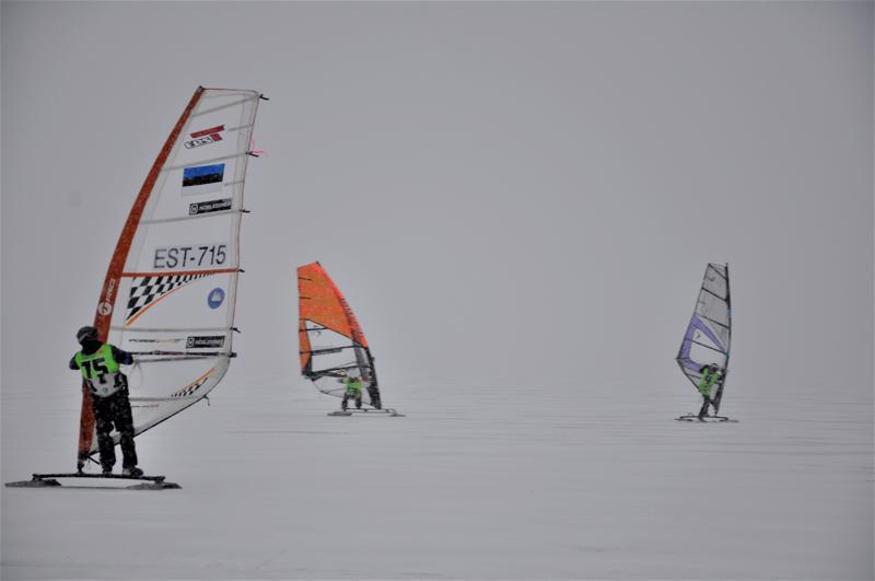 Lestijärvi sai kilpailijoilta kehuja jään erinomaisesta kunnosta. Lauantain maraton ajettiin kovassa lumipyryssä.