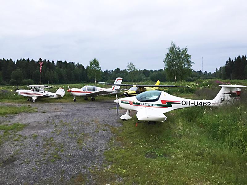 Pyhäjokialueen ilmailukerho omistaa ultrakevyen Zephyr 2000 -merkkisen kaksipaikkaisen lentokoneen.