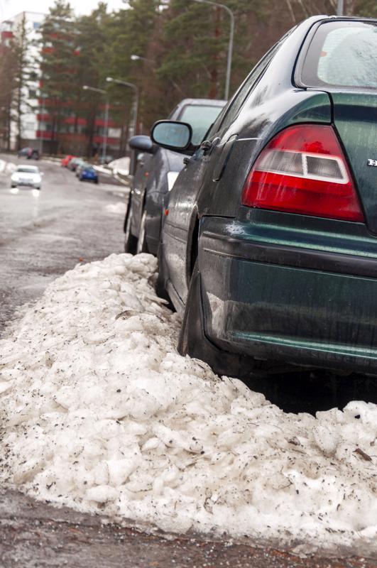 Yleensä kadulle tai vaikkapa asuintalon parkkipaikalle hylätystä autosta on verot maksamatta, se on katsamatta tai vakuuttamatta - tai näitä kaikkea.