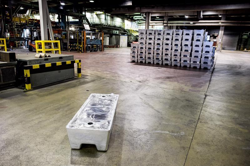 Kuuma sinkki käräytti varoaltaan sähkökaapelit Boliden Kokkolan valimolla tiistaiyönä. Lopputuotetehtaalla on väliaikainen tuotantohäiriö, katodituotantoon vaaratilanne ei vaikuta.