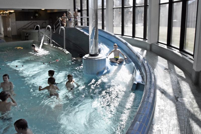 Aikuisten uimahallikäynnit kallistuvat Pietarsaaressa 50 sentillä tuota pikaa.