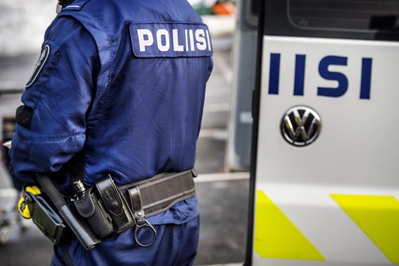 Poliisi otti kiinni Perhossa viiteen taloon tunkeutuneet kaksi miestä.