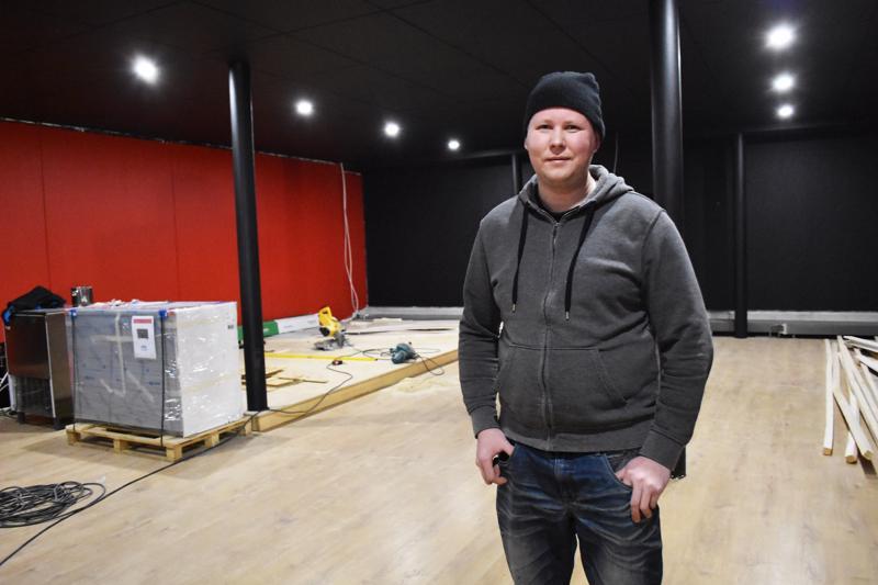 Marjuskan yrittäjä Mika Siltala on remontoinut uutta yökerhopuolta muiden hommien ohessa kesästä lähtien. Laajennuksen myötä ravintolalle tulee kokoa yli 500 neliötä terassit mukaan lukien.