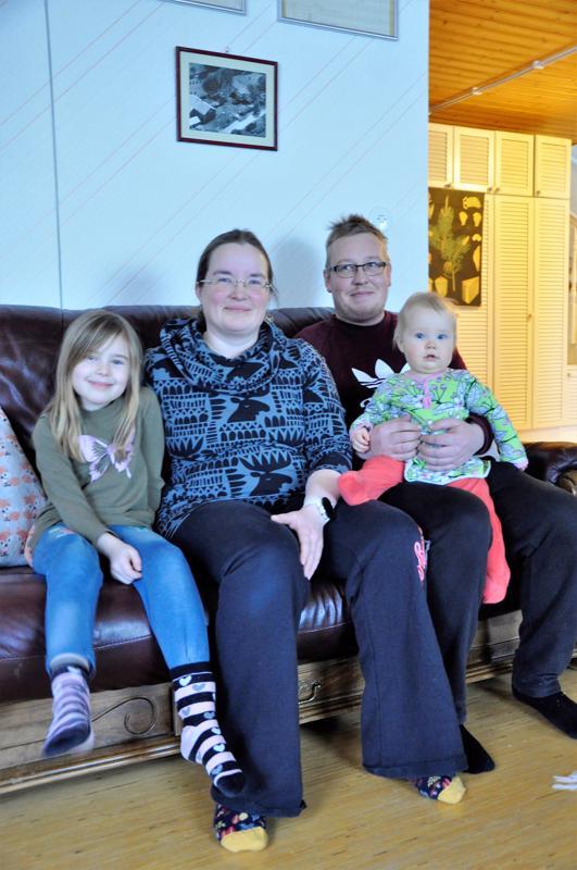 Kohta vuosi täynnä. Minna Laakson ja Aki Järvenojan Wiivi-vauvaa kutsutaan perheen kesken Putiksi tai Puttiseksi.