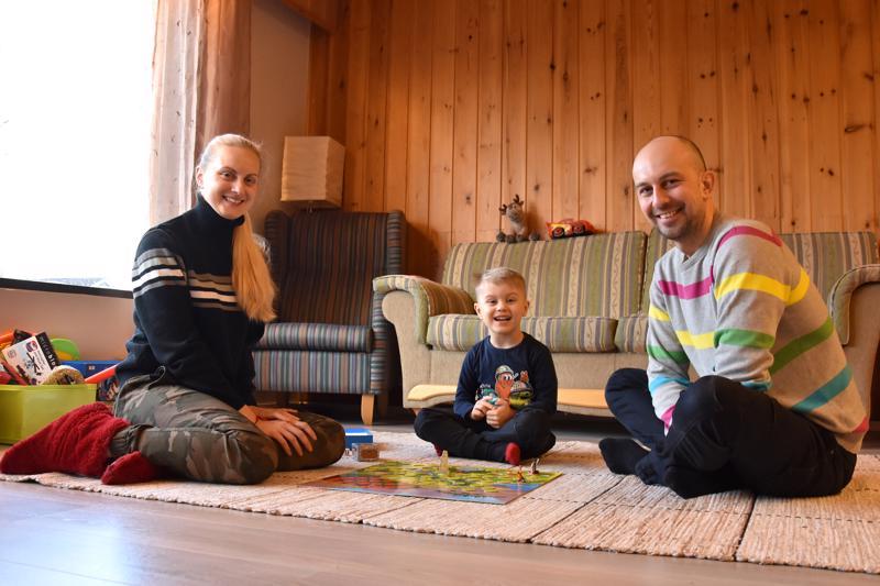 Kannukseen haluavat. Anna Bocharova, Kiril Gromov ja Andrii Gromov näkisivät mielellään tulevaisuutensa Suomessa ja Kannuksessa.