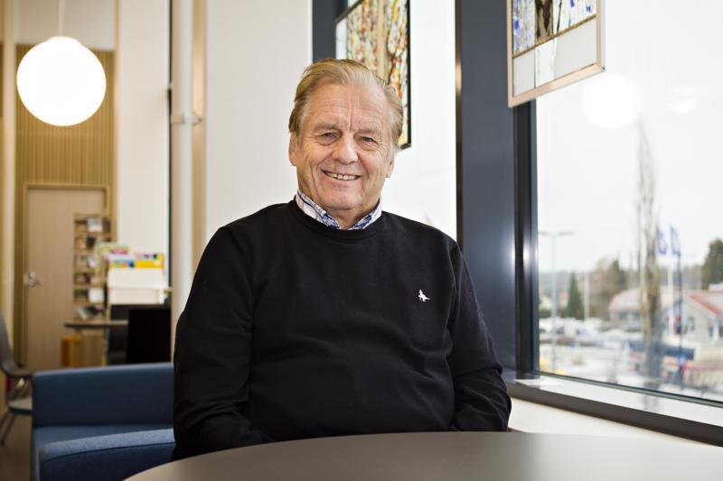 Toimittaja ja tietokirjailija Rauli Virtanen luennoi tiistaina Kalajoella Virta-salissa avoimessa yleisötilaisuudessa Kalajoen Kristillisen opiston kutsumana osana Ulkopuolisuudesta yhteyteen -hanketta.