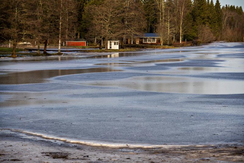 Perhonjoessa Kokkolan Rödsön kohdalla vesi oli jo viikko sitten maanantaina näin korkealla.