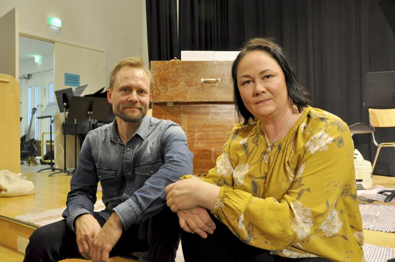 Monenlaista musiikkia. Toholammilta maailmalle lähtenyttä ja täältä löytyvää musiikkiosaamista ovat tuottaneet konserttisarjaksi Toholammin kamarimusiikkiyhdistyksen taiteellinen johtaja Mika Jämsä ja puheenjohtaja Minna Lankinen.