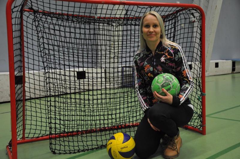 Mari Bergdahl sanoo, että liikuntatunneilla pallot ovat mieleisiä välineitä. Joskus ideoidaan oma pelimuoto.