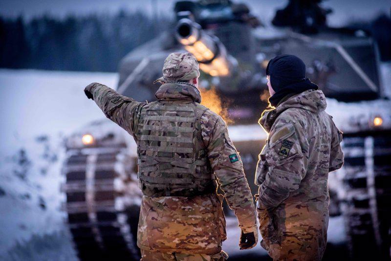 Viron Nato-joukot tuovat maahan panssarivaunuosaamista. Kuva on Viron armeijan talvileiriltä vuosi sitten.