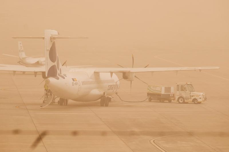Tällainen oli näkyvyys Las Palmasin lentokentällä Gran Canarialla sunnuntaina, kun hiekkamyrsky puhalsi Afrikasta.